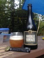 2- À La Fût - Vieille Gueuze: la 2e bière de style gueuze à voir le jour au Québec, celle-ci m'a bien surpris. J'ai eu la chance de m'en procurer quelques-unes lors d'un second passage à St-Tite à la fin de l'été. Le prix étant beaucoup moins cher qu'à Montréal, cela m'a certainement aidé à l'apprécier davantage ! J'ai bien hâte de laisser vieillir cette version afin de savoir comment elle se bonifiera !