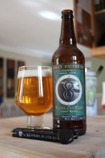 09 - Foley Brothers Brewing - Pieces of Eight : Got this one during a trip in Vermont state, last may. Very nice brewery, well located in a quiet area where you can bring your lunch and have a snack on the grass, sipping their hoppy brews. This double IPA was a killer ! Whit all the awesome DIPA in Vermont, it is risky to release one, when you are a young brewery. Brothers, you did more than well ! Keep on brewing guys !